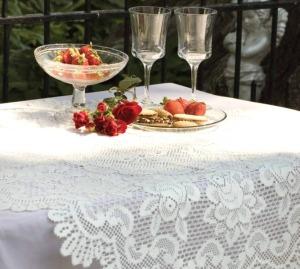 Rose Table Topper