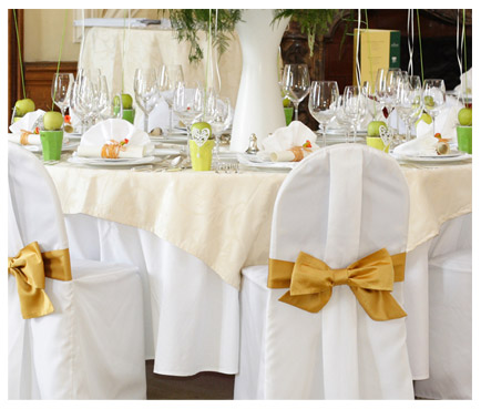 white wedding tablecloth with gold bow