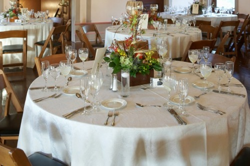 How Do I Choose The Right Color Table Linens For A Wedding