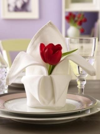 napkin with tulip